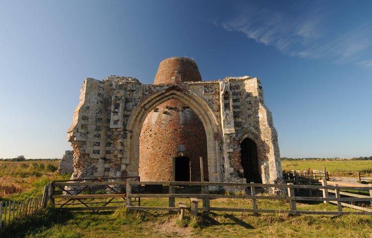 Culture and heritage in the Broads - St Benet's Abbey