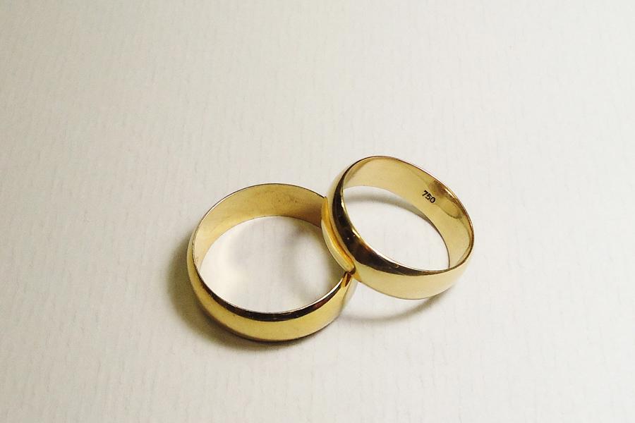 gold rings copyright mauro cateb